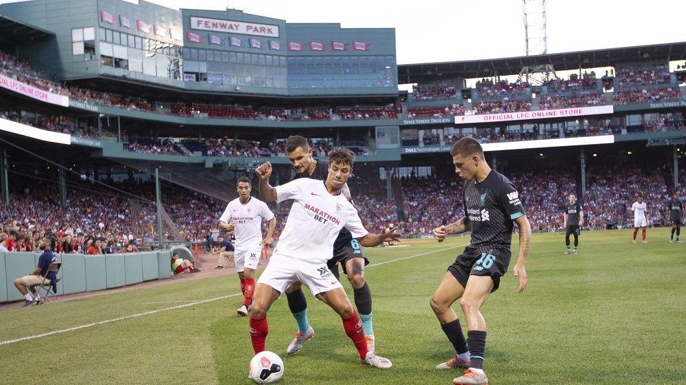 Foto: El Sevilla y Óliver Torres en su amistoso de EEUU ante el Liverpool. (EFE)
