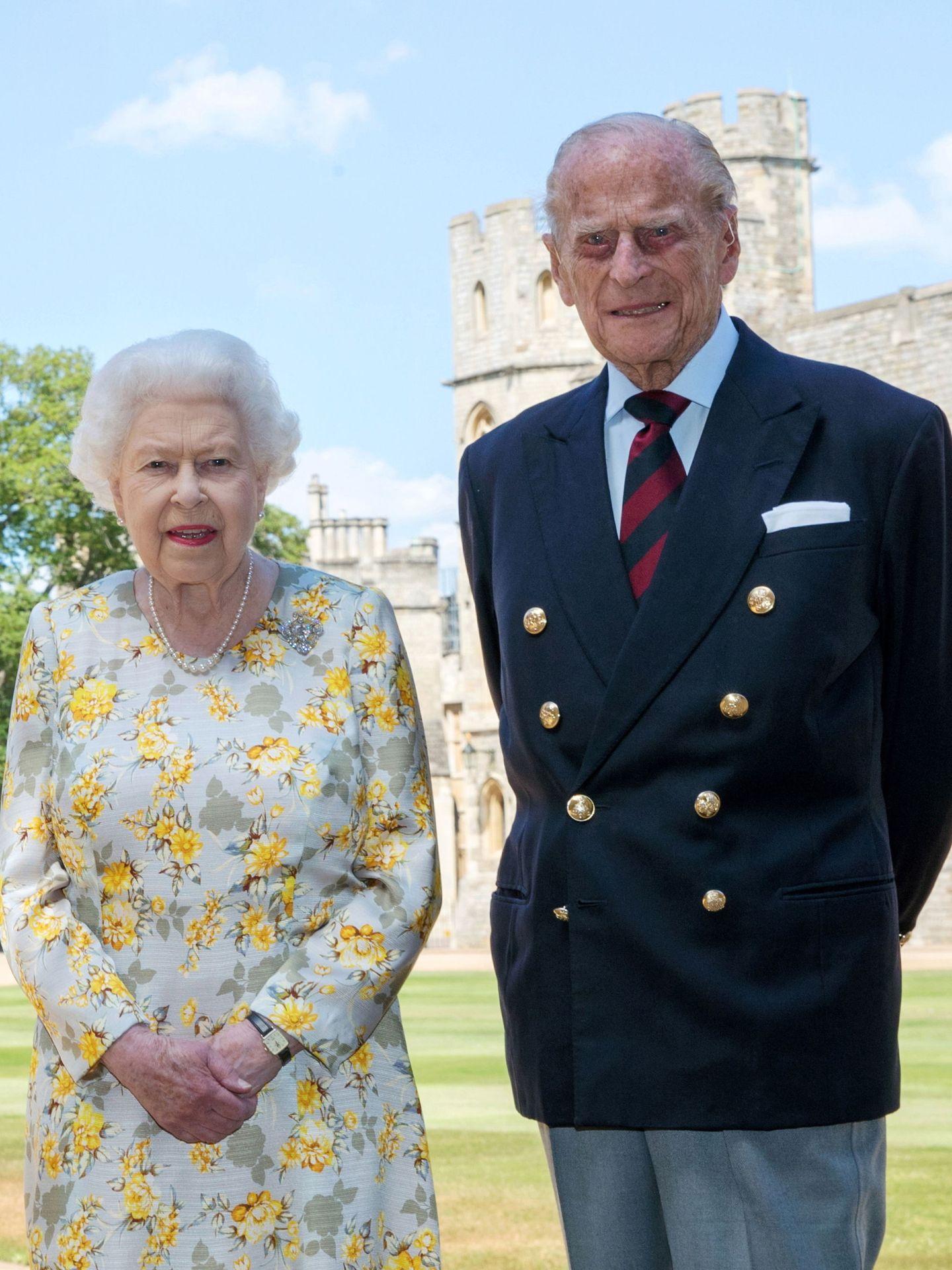 La reina Isabel y el duque de Edimburgo. (Reuters)