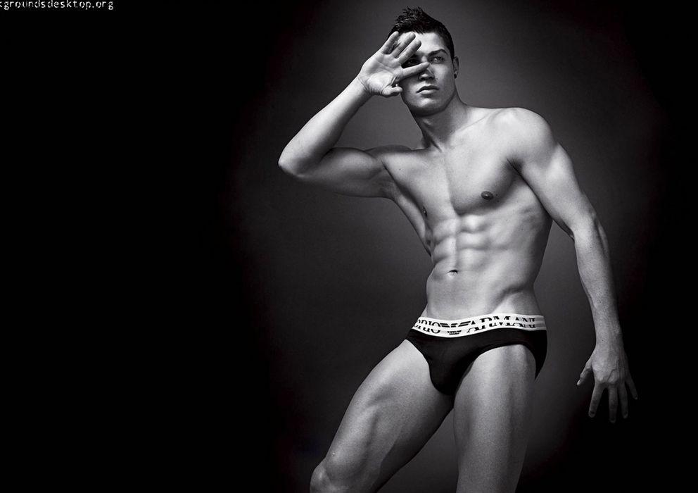 Foto: El futbolista portugués Cristiano Ronaldo en una imagen publicitaria de Armani