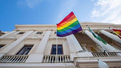 Obligan al Ayuntamiento de Sevilla a retirar la bandera arcoíris de una glorieta