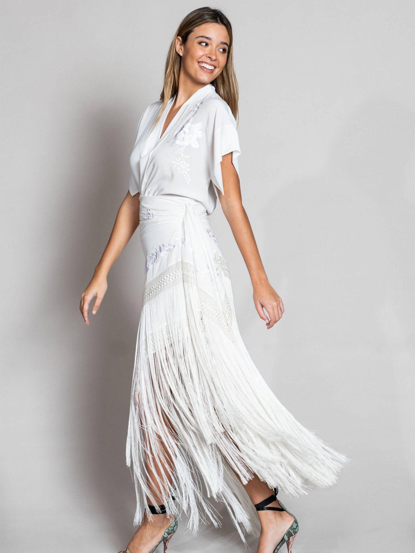 Conjunto nupcial formado por falda de mantón de Manila de Lina. (Cortesía)