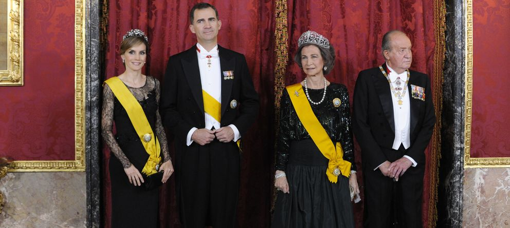 Foto: Los Reyes Don Felipe y Doña Letizia, acompañados de los Reyes eméritos Don Juan Carlos y Doña Sofía (Gtres)