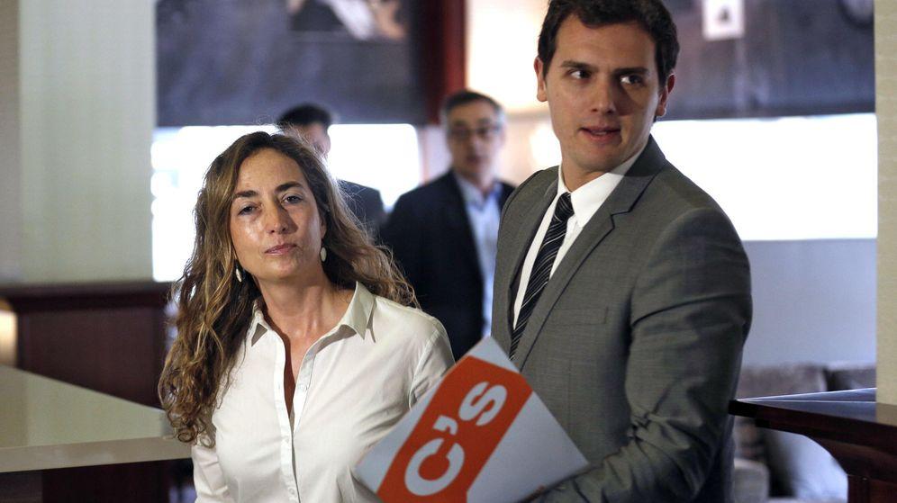 Foto: Albert Rivera con Carolina Punset. (Efe)