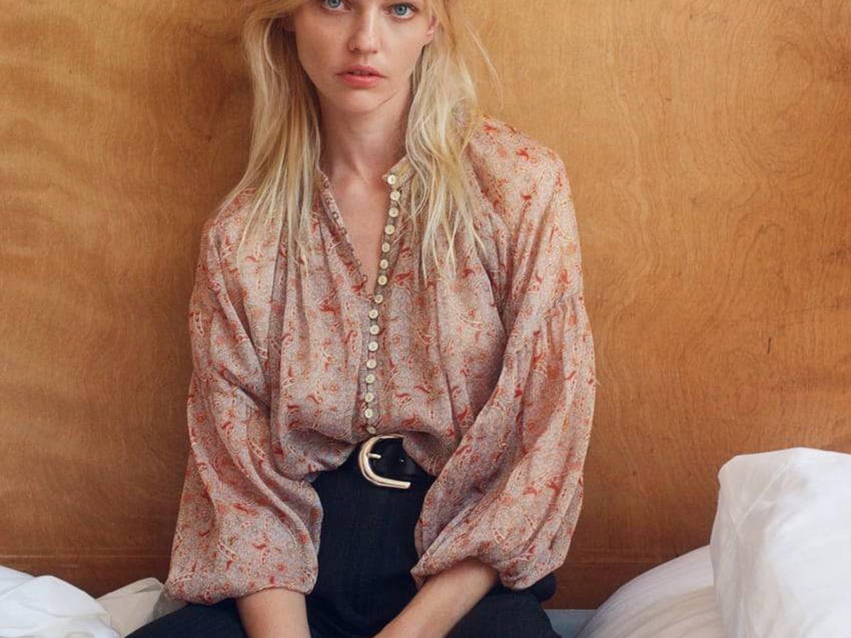 Foto: Blusa retro y sofisticada de Zara. (Cortesía)