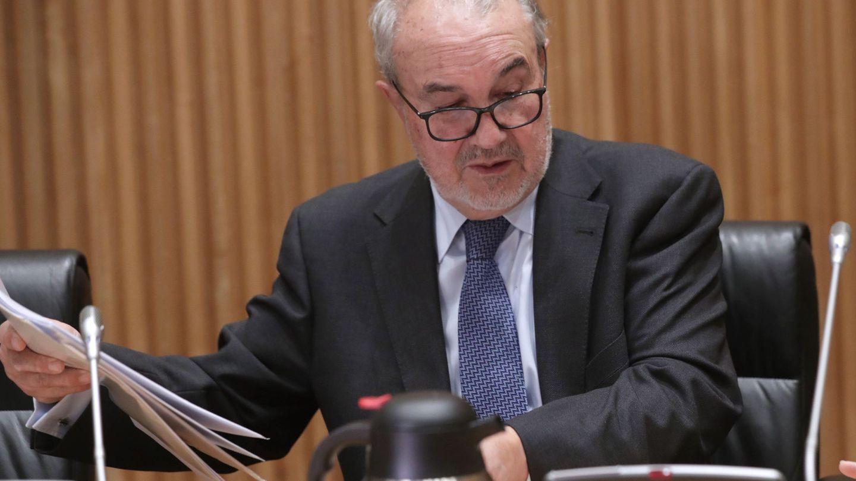 Pedro Solbes, antes de su comparecencia en la comisión del Congreso que investiga la crisis financiera y el rescate de la banca. (EFE)