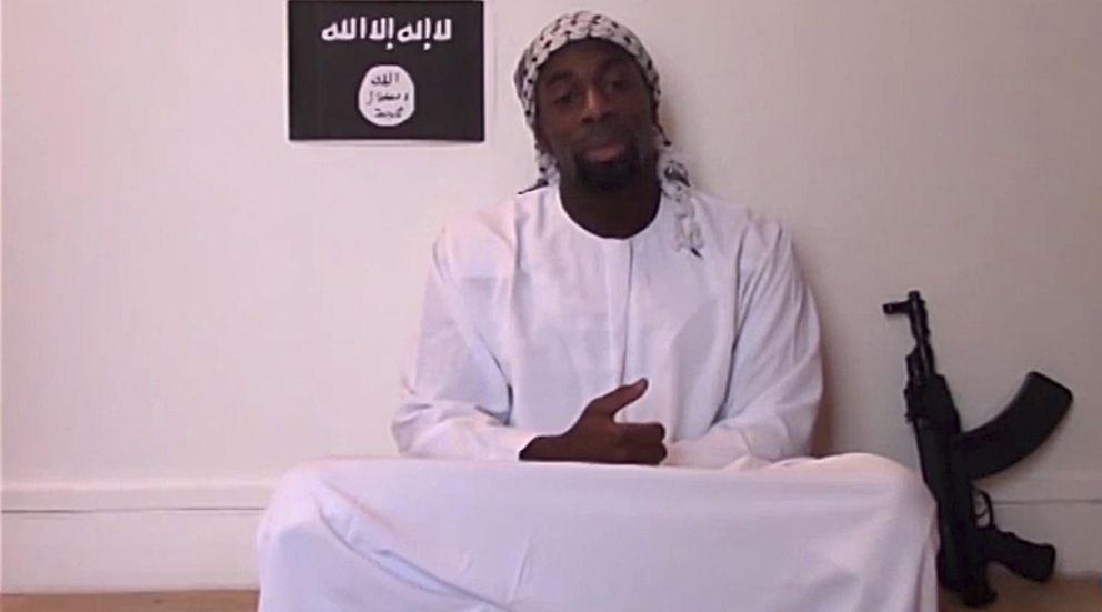 Foto: Amedy Coulibaly, uno de los atacantes de París, declara su fidelidad al Estado Islámico en un vídeo (Reuters).