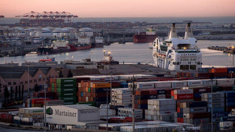 Foto: Imagen de archivo del puerto de Barcelona. (EFE)