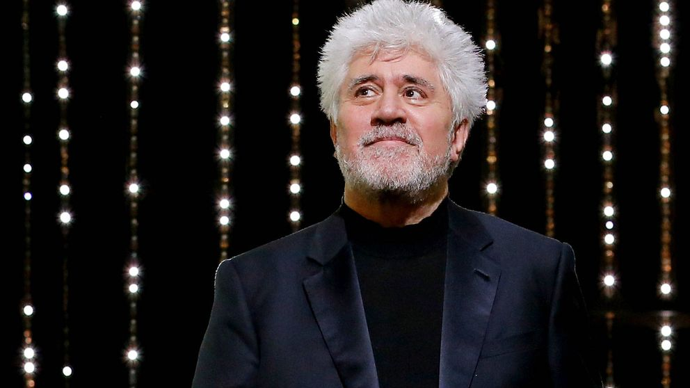 Almodóvar cantando y Hugo Silva en minifalda: el after party de 'Dolor y gloria'