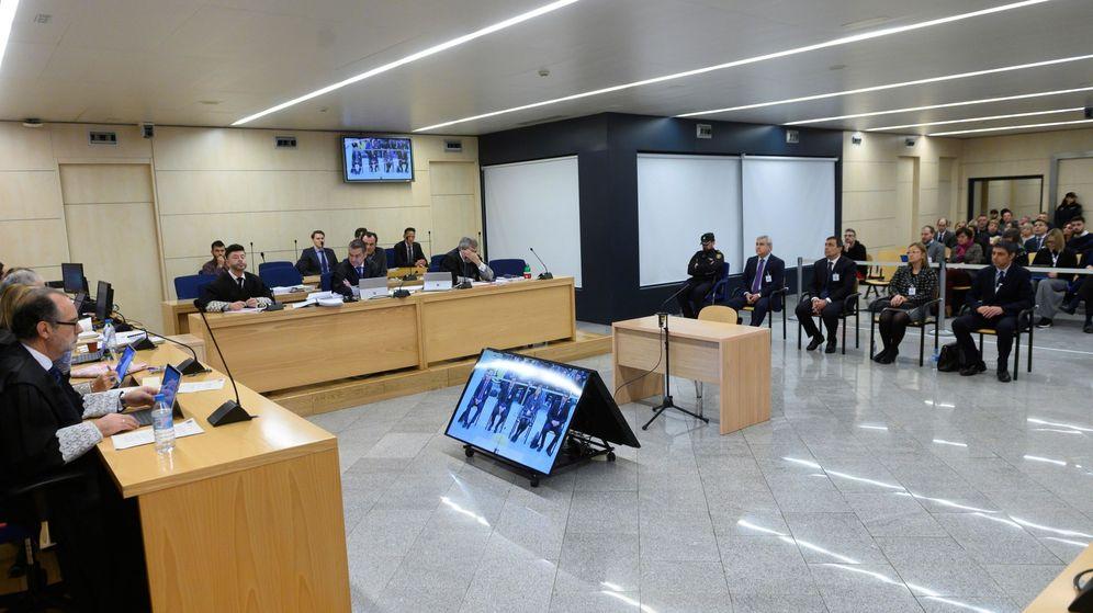 Foto: Vista general del comienzo del juicio al mayor de los Mossos d'Esquadra Josep Lluís Trapero. (EFE)