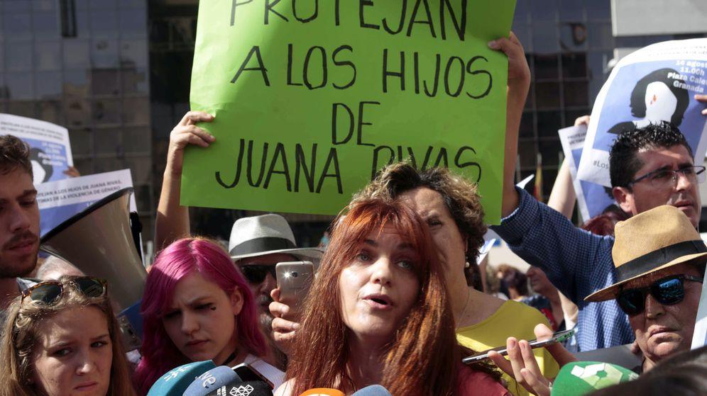 Foto: Concentración en apoyo a Juana Rivas. (EFE)