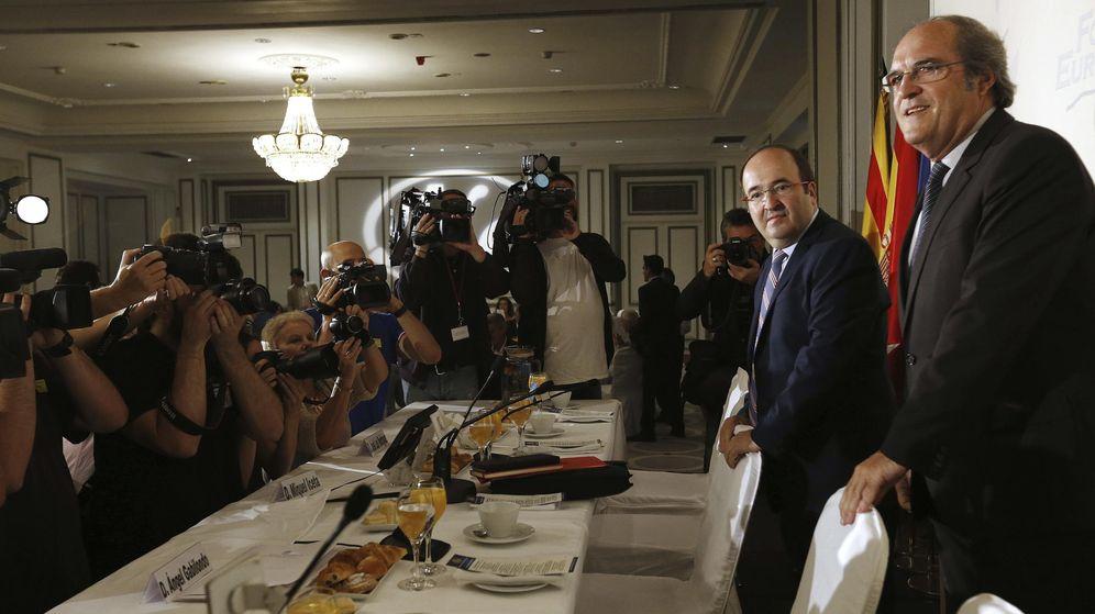 Foto: Miquel Iceta, minutos antes del desayuno informativo de este viernes en Madrid, presentado por Ángel Gabilondo. (EFE)