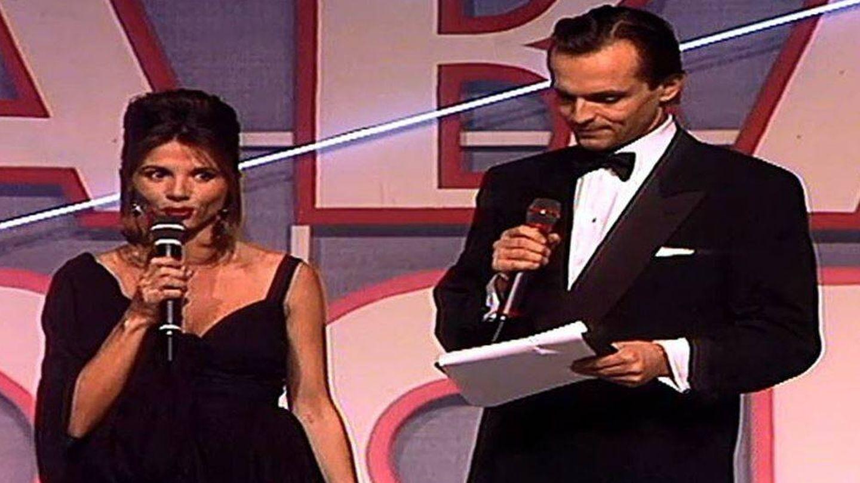 Victoria Abril y Miguel Bosé, en la inauguración de Telecinco. (Mediaset)
