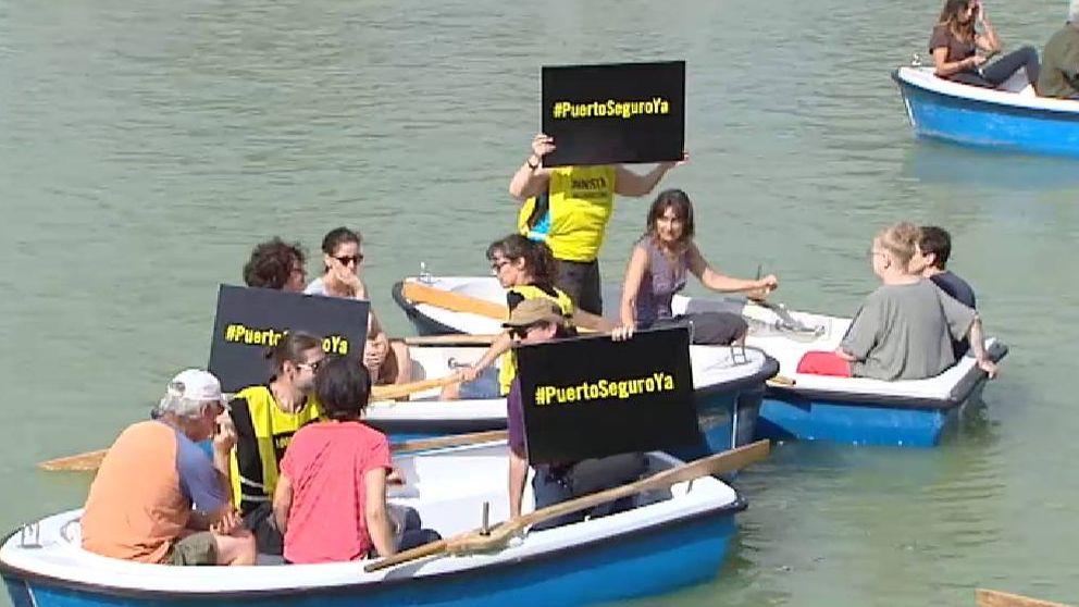 Amnistía Internacional pide puerto seguro para el Open Arms con una acción en el estanque del Retiro