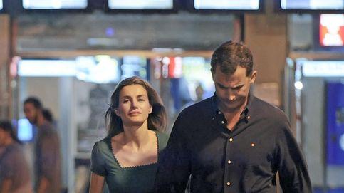 Los Reyes finalizan sus vacaciones secretas y acuden al cine en Madrid