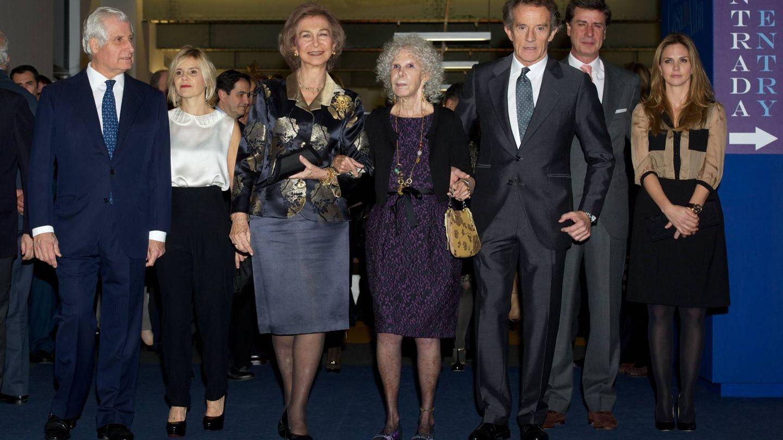 Carlos Fitz-James, Eugenia Martínez de Irujo, la reina Sofía, la duquesa de Alba, Alfonso Diez, Cayetano y Genoveva Casanova. (Getty)