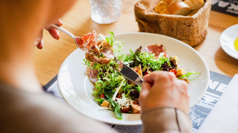 Alimentos saciantes y saludables. (Louis Hansel para Unsplash)