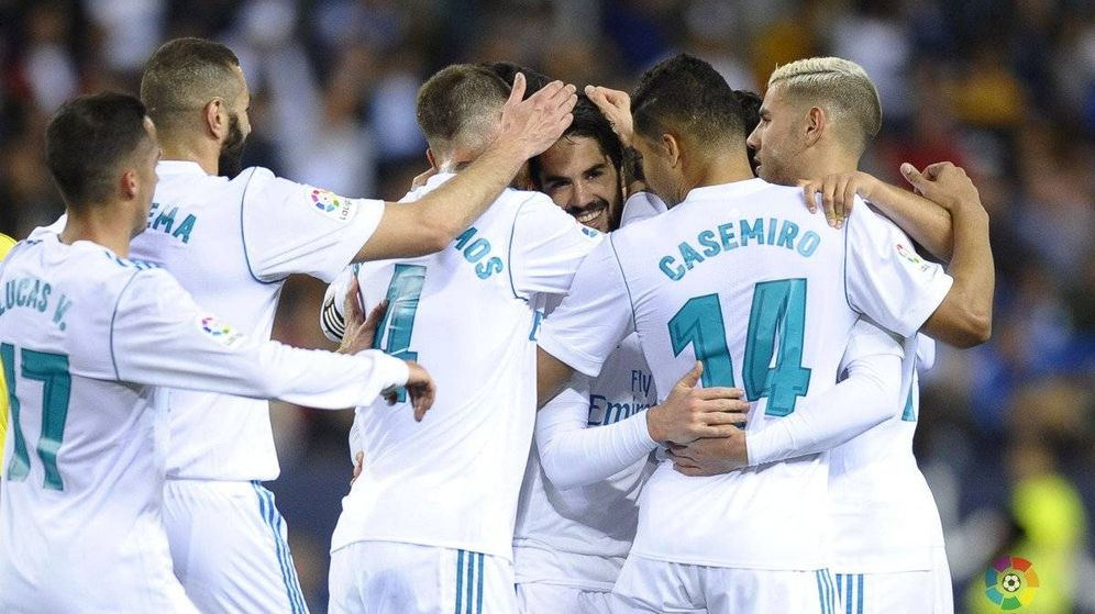Foto: El Real Madrid celebrando el primero en Málaga, obra de Isco. (Foto: LaLiga)