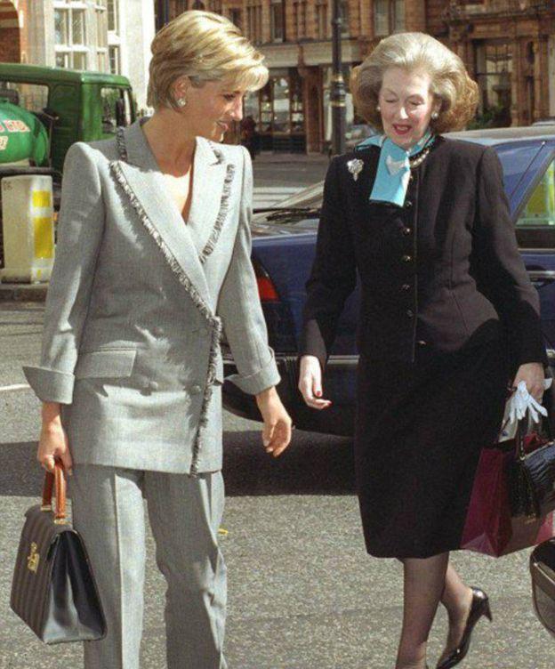 Foto: Raine Spencer y Diana en una foto de archivo (EFE)