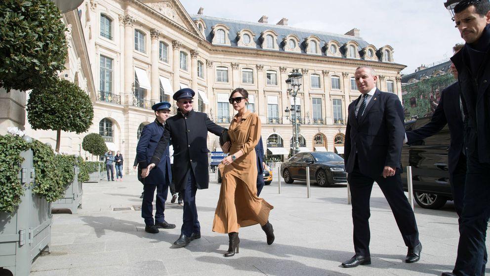 Victoria Beckham tiene el look 'working girl' de entretiempo perfecto (y Mango también)