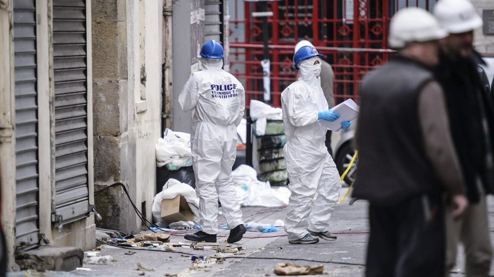 Foto: La policía forense francesa ya intervino en busca de armas químicas y bacteriológicas tras los atentados de París en noviembre de 2015. (EFE)