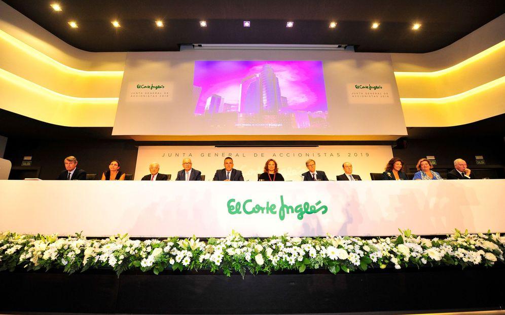 Foto: El Consejo de El Corte Inglés durante la junta de accionistas. (EFE)
