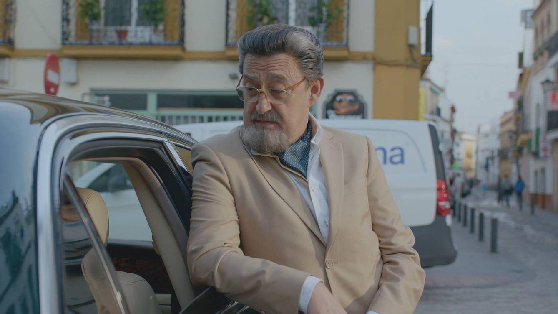 Foto: Mariano Peña es Benito Benjumea en la comedia 'Allí abajo' de Antena 3 (Atresmedia)
