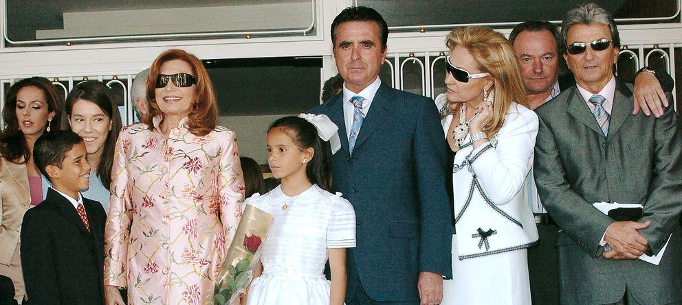 Foto: La familia, el día de la Primera Comunión de Gloria Camila