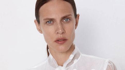 Esta blusa de Zara combina elegantemente con absolutamente todo lo que quieras