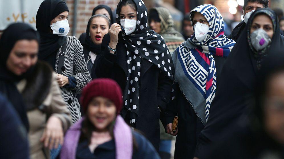 Foto: Mujeres iraníes se protegen con máscaras en Irán. (Reuters)