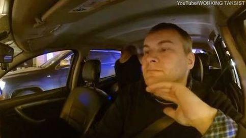 Una pareja comenzó a tener sexo en el taxi y así reaccionó el conductor