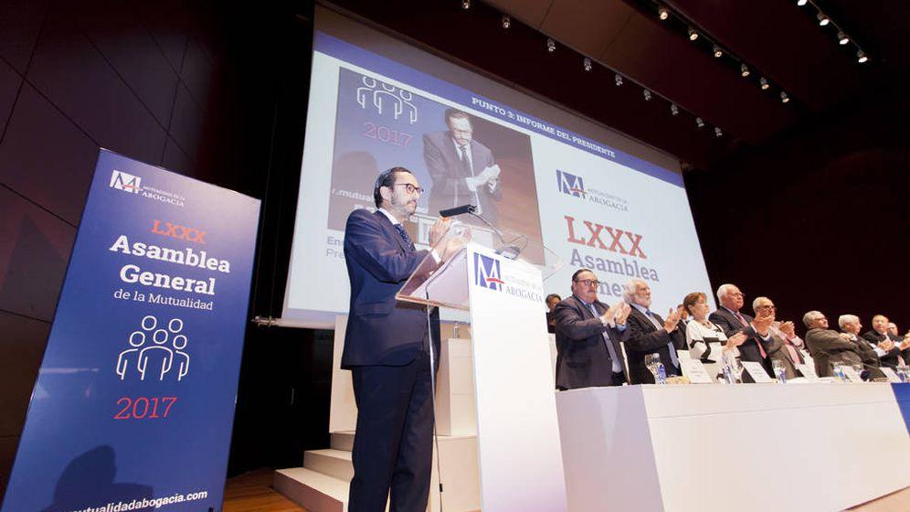 Foto: El presidente de la Mutualidad de la Abogacía, Enrique Sanz Fernández-Lomana, en la asamblea general. (Mutualidad de la Abogacía)