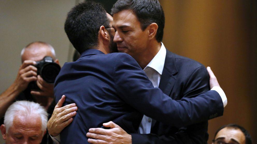Sánchez vuelve a pisar el Congreso y pide a Iglesias y Rivera una reunión inmediata