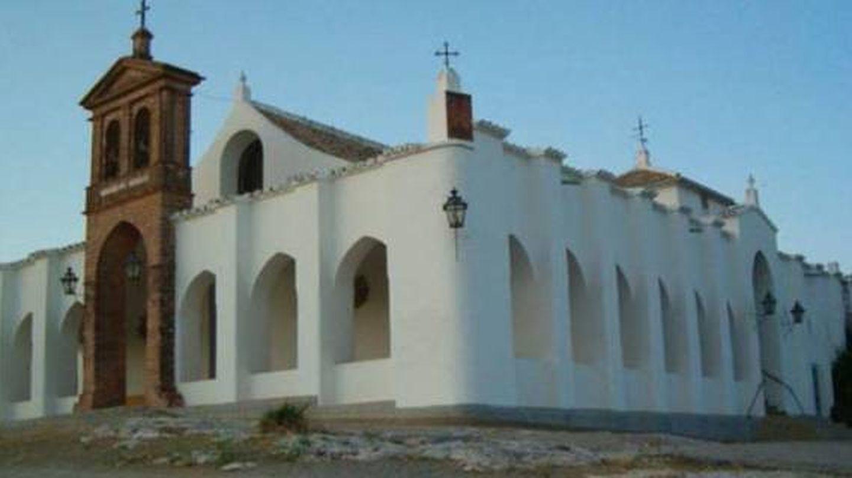 La ermita de la Virgen de Setefilla, a las afueras de la localidad sevillana de Lora del Río. (Foto: Virgendesetefilla.com)