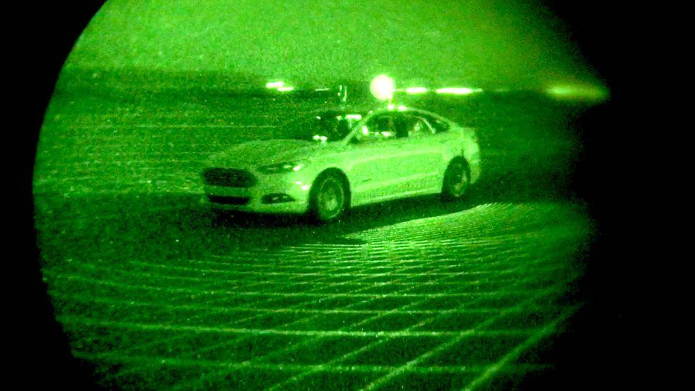 Sin luz y sin manos al volante: así aprende un coche autónomo a 'ver' de noche
