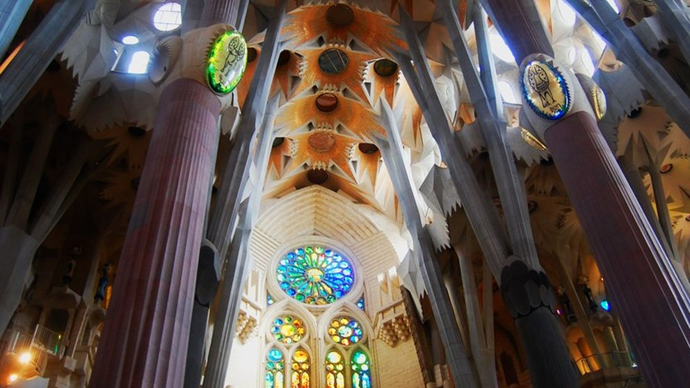 Desde la Sagrada Familia hasta la Capilla Sixtina: techos que te dejarán alucinado