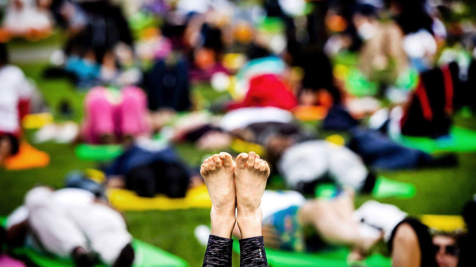 Foto: Imagen de la celebración dle día Internacioal del Yoga en Amsterdam | EFE