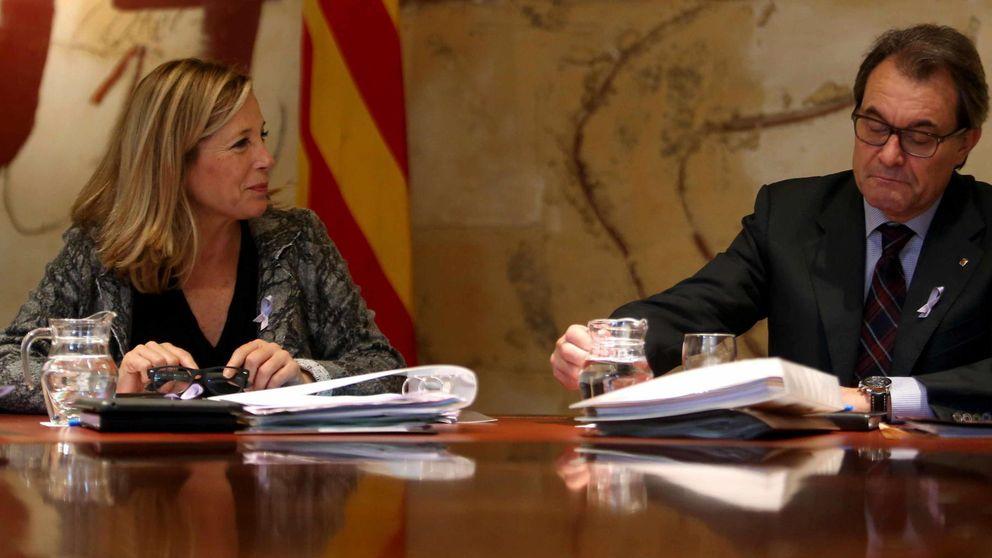 El Gobierno catalán se autoinculpa de desobediencia tras la querella