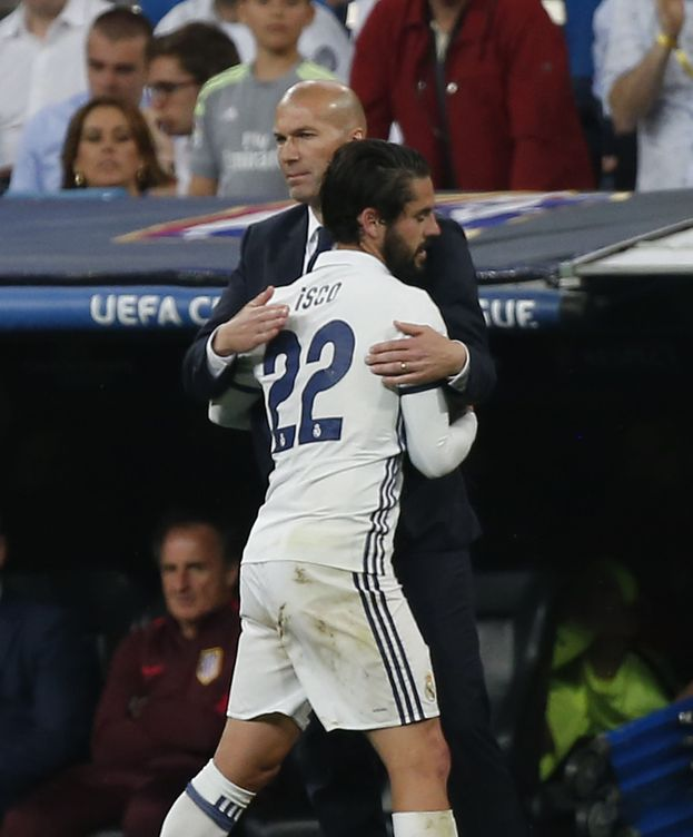Foto: Zidane e Isco renovarán con el Real Madrid. (Reuters)
