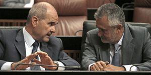 Foto: Chaves y Griñán retrasan su comparecencia en la comisión que investiga los falsos ERE