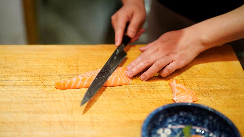 El salmón se puede cocinar de mil maneras saludables diferentes (Reuters/Aly Song)