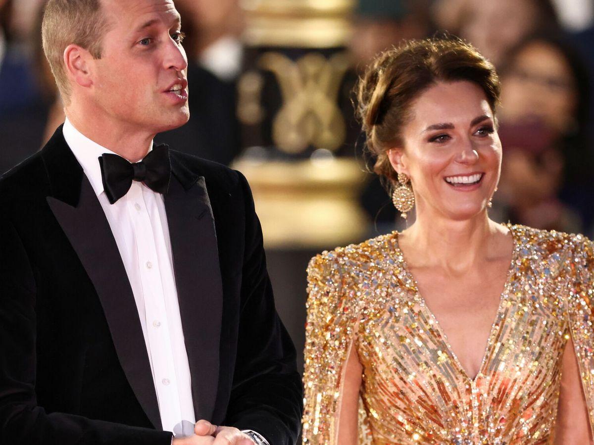 Foto: Los duques de Cambridge, en el estreno de James Bond: 'Sin tiempo para morir'. (Reuters)