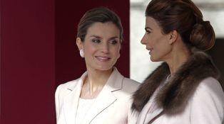 Doña Letizia y Juliana Awada coinciden en color en un primer 'round' sin clara ganadora