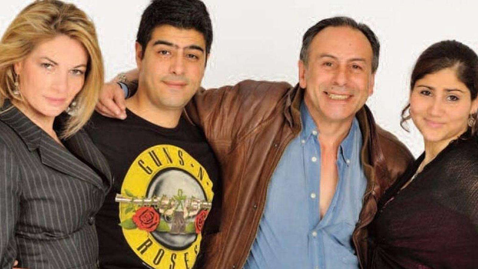 Foto: Juan Carlos Berhanyer, hijo del diseñador fallecido, con su familia. (Cuatro)