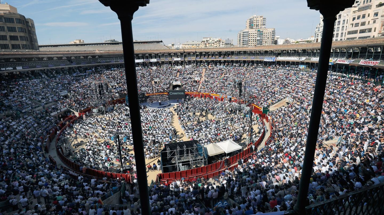 El PP llena la Plaza de Toros de Valencia. (EFE)