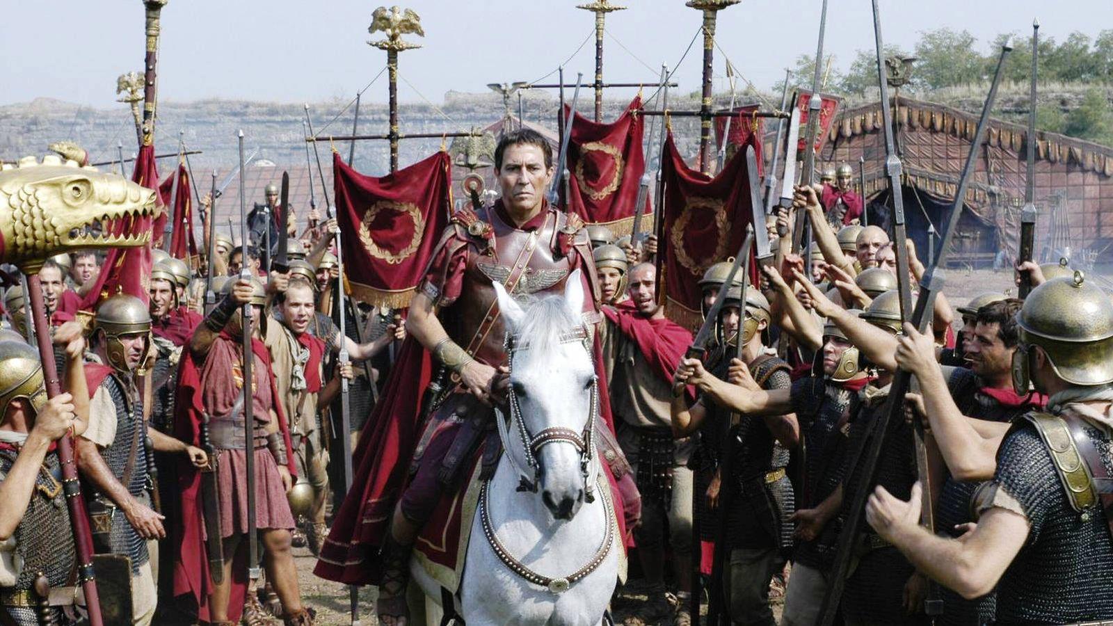 Foto: Julio César es alabado por sus soldados en una imagen de 'Roma'. (HBO)