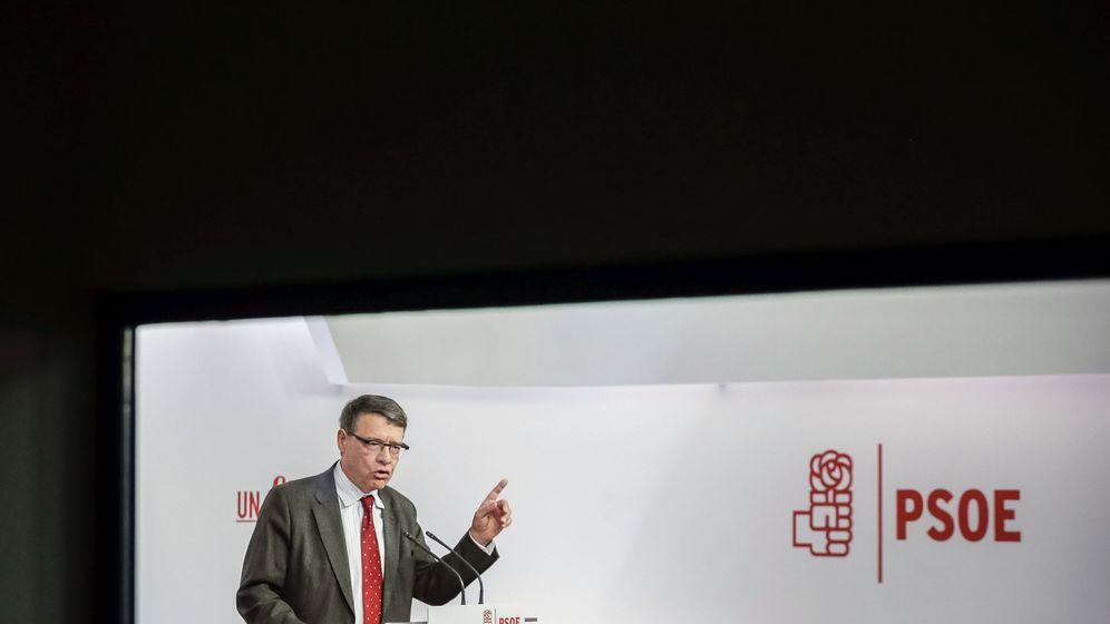 Foto: El exministro Jordi Sevilla, en la sede del PSOE el pasado 31 de marzo, antes de la disolución de las Cortes de la X Legislatura. (EFE)