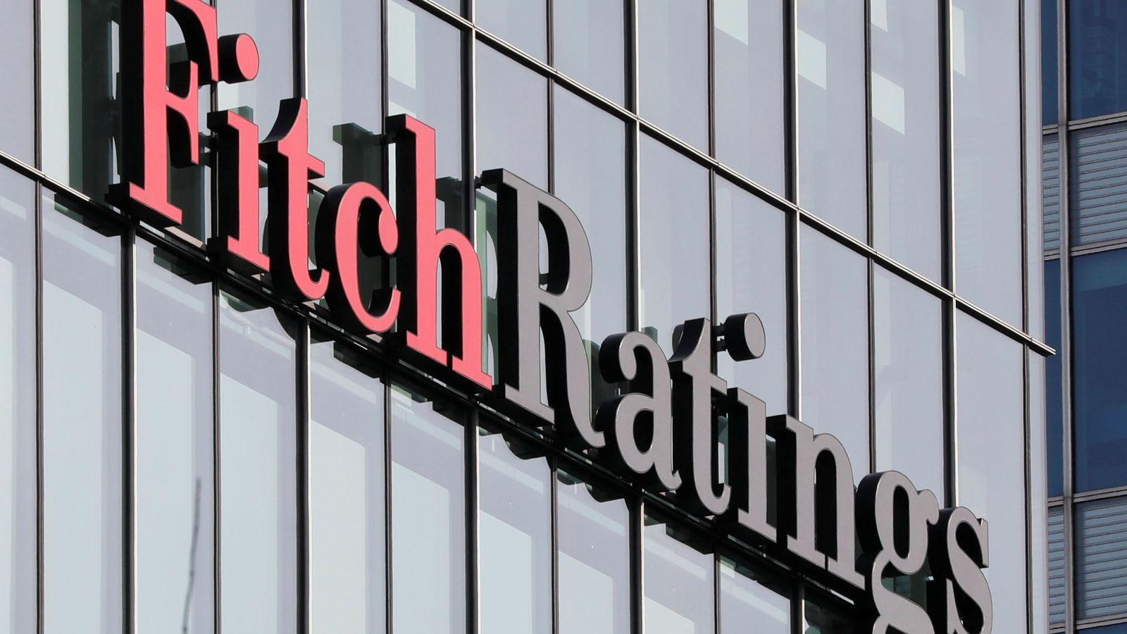 Foto: Logo de Fitch Ratings en su sede de Londres. (Reuters)