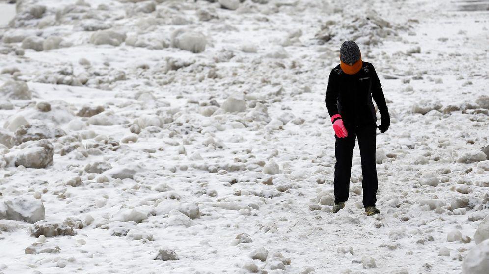 Foto: El río Chicago lleva días congelado y se esperan temperaturas históricas (Reuters/Jim Young)