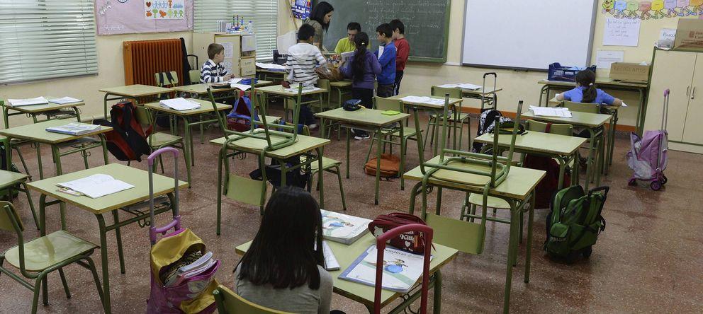 Foto: Aspecto del interior de un aula. (EFE)