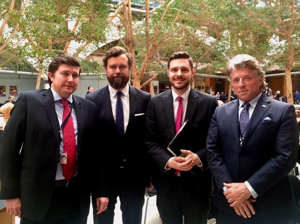 Foto: Iván Espinosa de los Monteros, durante su visita a Reino Unido, con diputados británicos. (Ross Tho)
